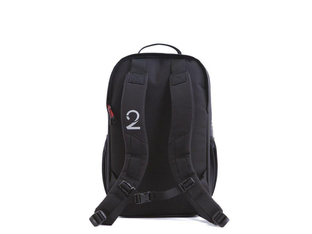 Backpack_Black_Straps_55ba1d00-bcbd-4ce8-97c1-b84ed6ef77a0